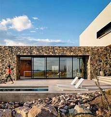 haus mit steinfassade moderne konstruktion mit