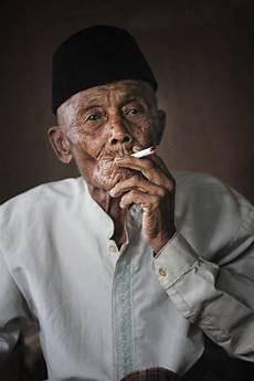 Senja Diantara Asap Rokok Lintangbatas Magz