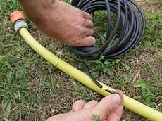 fabriquer un goutte a goutte avec un tuyau 45858 2 fa 231 ons d automatiser l arrosage d un potager en carr 233 s