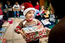 geschenkaktion quot weihnachten im schuhkarton quot startet zum