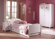 lit chambre lit chambre fillette emilie pour un style romantique so nuit