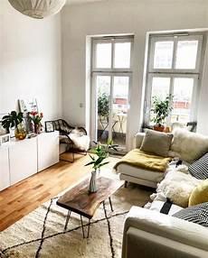 Kleines Wohnzimmer Einrichten Ideen - gem 252 tlich eingerichtetes helles wohnzimmer in berlin