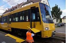 vw stuttgart wangen stuttgart wangen transporter st 246 223 t mit stadtbahn zusammen