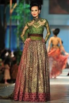Model Baju Pesta Batik Kombinasi Brokat Modifikasi
