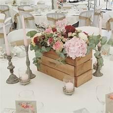 composition florale dans cagette centre de table