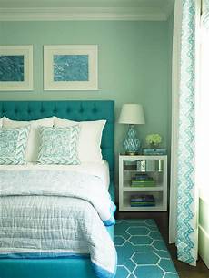 turquoise blue bedroom with blue brush strokes l