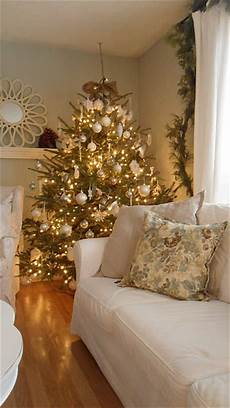 White And Gold Home Decor Ideas by 44 Refined Gold And White D 233 Cor Ideas Digsdigs