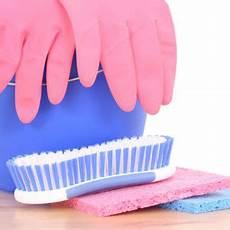 filzstift aus kleidung entfernen filzstift entfernen malerei an der kinderzimmerwand