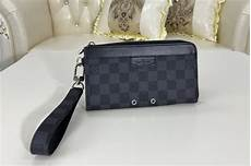 louis vuitton m69409 lv zippy dragonne wallet in damier