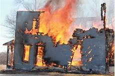 Malvorlage Brennendes Haus Brennendes Haus Stockfoto Bild Versenkt Flammen