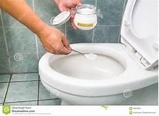 bicarbonate de soude nettoyage salle de bain coussin