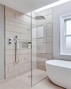 ebenerdige dusche und eine moderne t 252 rlose duschkabine im badezimmer
