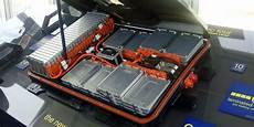 nissan leaf batterie nissan starts new program to replace leaf battery