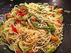 Spaghetti Mit Gemüse - gebratene spaghetti mit gem 252 se white angel chefkoch de