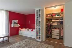 begehbarer kleiderschrank jugendzimmer begehbarer kleiderschrank mit innenlicht im m 228 dchenzimmer