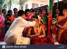 balu ralya kerala traditional hindu view of groom tying the mangalyasutra in a traditional