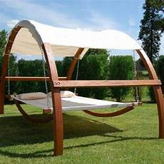 Hängematte Mit Holzgestell - relax in nature with a cozy swing bed home design