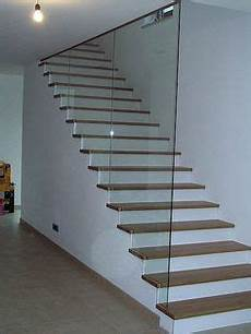 Treppengeländer Innen Glas - treppenstufen einbauschrank glas gel 228 nder treppe