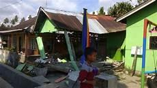 10 foot tsunami sweeps away houses in palu indonesia