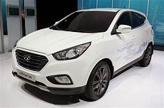 Hyundai Ix 35 - hyundai ix35 lays claim to world s production fuel
