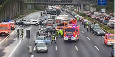 Autobahn Gesperrt Zwei Schwere Unf 228 Lle Auf A3 Bei