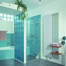 glasbausteine f 252 r dusche interessante blaue farbe bad