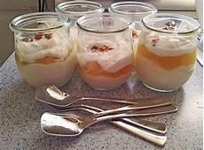 Dessert Aus Quark Mit Apfelmus Und Sahne Fraumeier