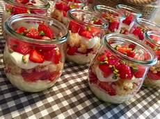 erdbeer tiramisu einfach erdbeer tiramisu dessert rezept mit bild xapor