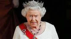 königin elisabeth 2 elizabeth ii tr 228 gt hochzeitsgeschenk auf dem kopf