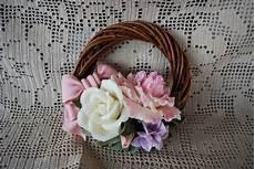 come fare i fiori con la pasta di zucchero ghirlanda fiori pasta di mais per la casa e per te