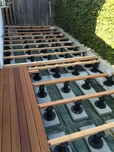 holzterrasse selber bauen bauanleitung f 252 r holzterrasse unterkonstruktion verlegen