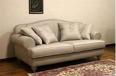 divani classici in legno divano classico elegante plutone vama divani