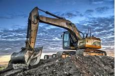 the benefits of renting construction equipment