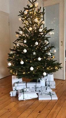 deko weihnachtsbaum wei 223 e matte kugeln holzsterne schlichte geschenke