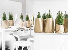 tischdeko weihnachten weiß weihnachtliche tischdeko in gold sch 246 n bei dir by depot
