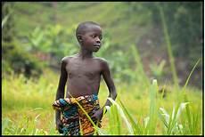Schwarzer Junge In Rwanda Foto Bild Africa Eastern