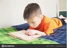 233 Ducation Des Enfants Livre De Lecture Gar 231 On 233 Sur