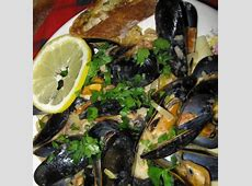 sarasota's creamy mussels over pasta with herb bread_image