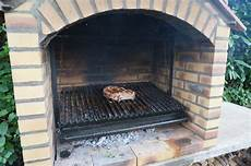 5 cote de beuf grillee dans grille barbecue grand