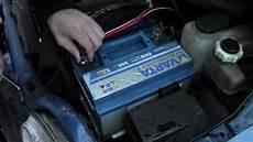 vw touran batterie wechseln autobatterie richtig wechseln tutorial anleitung