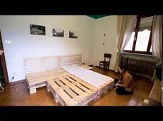 un letto letto di pallet timelapse