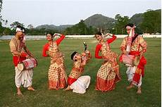 traditional and fashion culture across different states lisaa bihu is a folk dance that is to the state assam