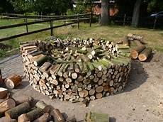 Holz Stapeln Ideen - brennholz stapeln brennholz richtig stapeln so sorgen sie