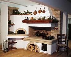 cucina rustica con camino caminetto tradizionale su misura con forno per la pizza