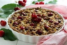 cucina sana e veloce sbriciolata vegan alle ciliegie e mandorle