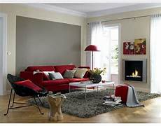 rote wandfarbe rotes sofa kombinieren rote couch rote wohnzimmer