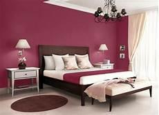 ideen fürs schlafzimmer elegante schlafzimmer einrichtung mit wand in purpur