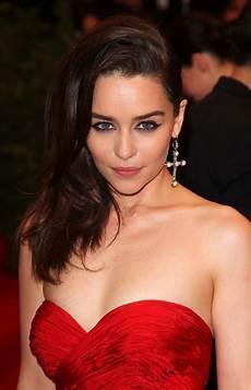 Emilia Clarke Clarke - emilia clarke cleavage spicy hq photos chaos to