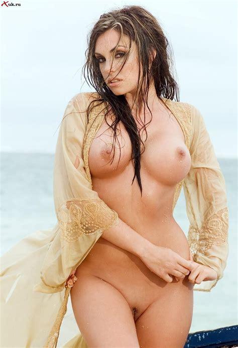 Beautiful Nude Bottoms