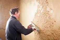 lisser un mur crépi pr paration des murs rebouchage lissage tuto brico avec
